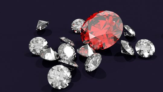 Les bonnes raisons d'acheter ses diamants dans des sites spécialisés en ligne