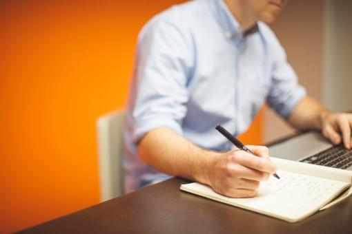 Conflits au bureau: les moments idéals pour solliciter l'aide d'un avocat