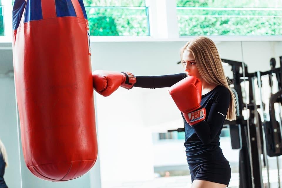 Comment choisir un ring de boxe autoporté robuste ?